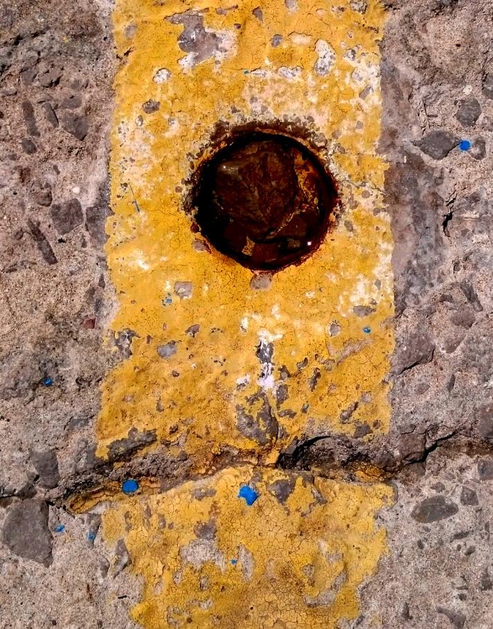 Informalismo_amarillo_agujero
